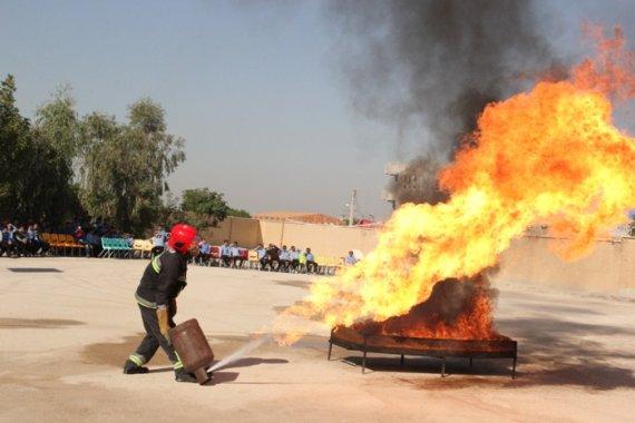 مانور زلزله و ایمنی در مدارس دشتستان+تصاویر
