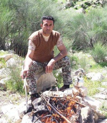 از شکار شکارچیان در بیابان های منطقه جلوگیری میکنم/  برای پرندگان و حیوانات آبخوری می سازم/تصاویر