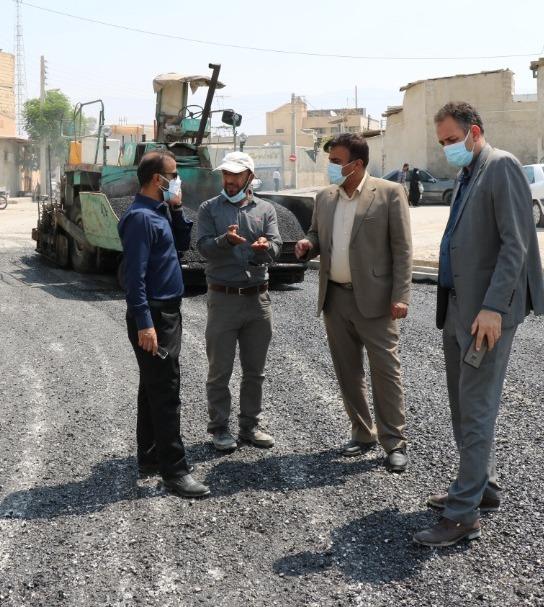 تلاش جهادی برای آسفالت معابر شهری برازجان، گامی بلند در جهت توسعهی شهری / تصاویر